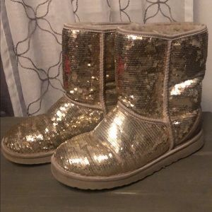 Gold sequin UGG boots 🖤